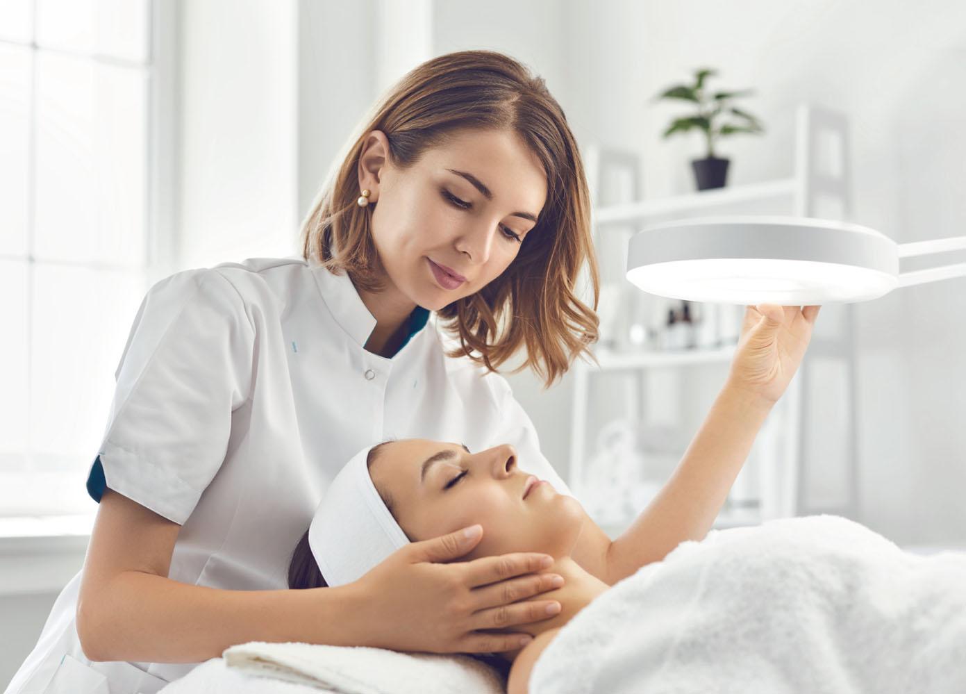 Behandlung mit individueller Hautpflege